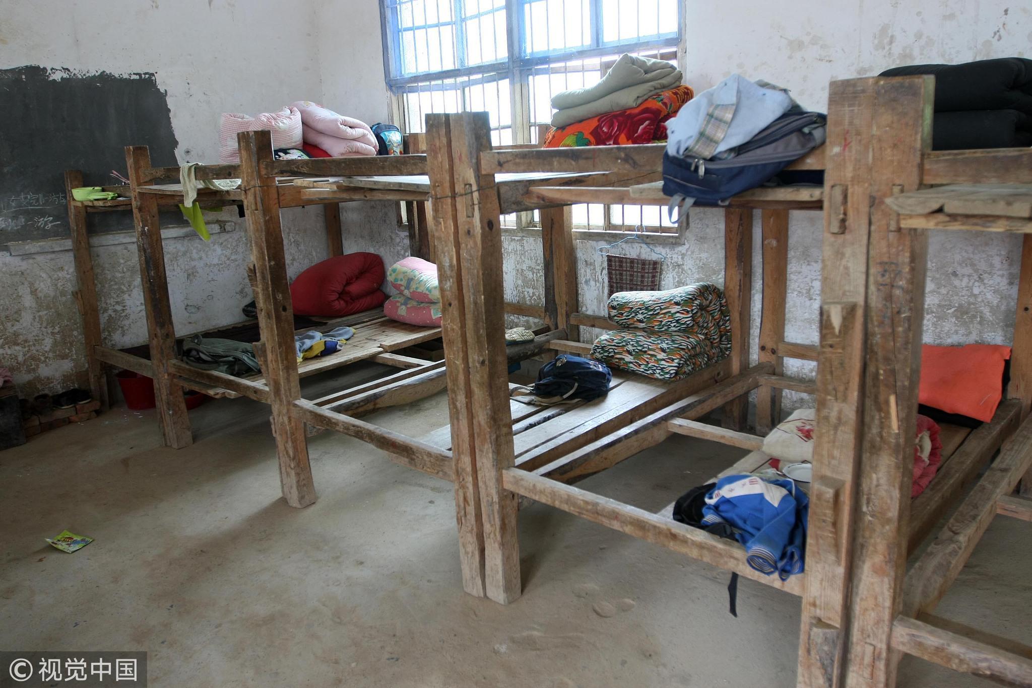 2011年5月27日,江西九江瑞昌市洪一乡双港小学简陋的学生宿舍。 / 视觉中国
