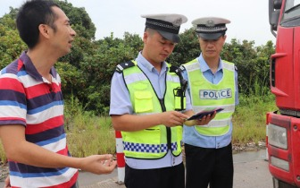 佛冈县清城区交警大队联合打击交通违法行为