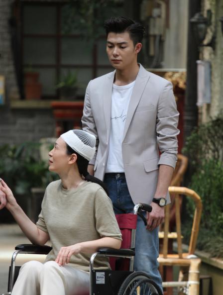 """和平咏珊新打不当""""傻白甜"""" 和张铭恩首演情侣"""