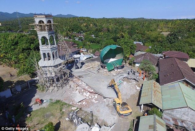 贝克汉姆一家印尼度假遭遇7级地震 已有142人遇难 孩子们吓得不轻