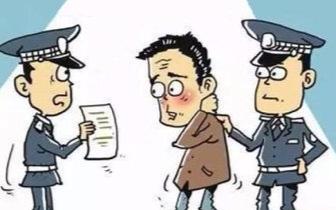 福州一男子骑电动车违规被拦 出手打伤民警