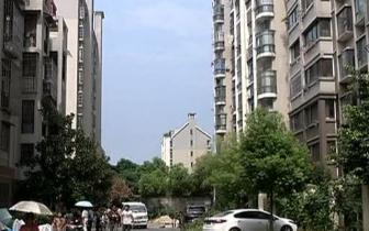 南昌钦都豫景小区:爱心车棚为何变闹心车棚?