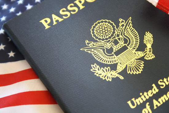 美国政府或限制合法移民获取绿卡和国籍