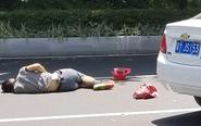 粤Y小车撞倒逆行电动车