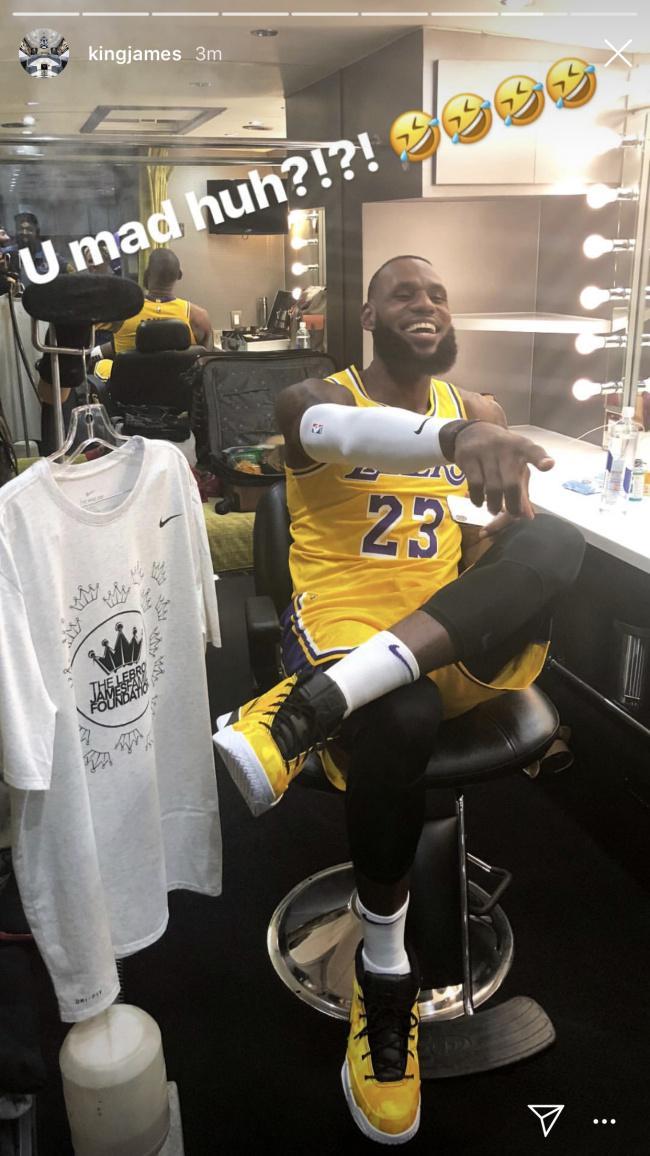習慣嗎?詹皇首穿湖人球衣亮相 ,配Kobe戰靴心情嗨上天!-Haters-黑特籃球NBA新聞影音圖片分享社區