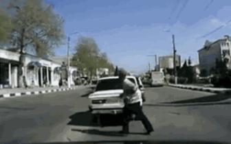 前车突然减速 老司机告诉你怎么做最安全