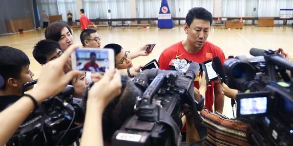 小丁周琦领衔红队备战亚运 李楠被记者围堵