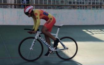 与速度赛跑 石家庄场地自行车少年勇夺6金