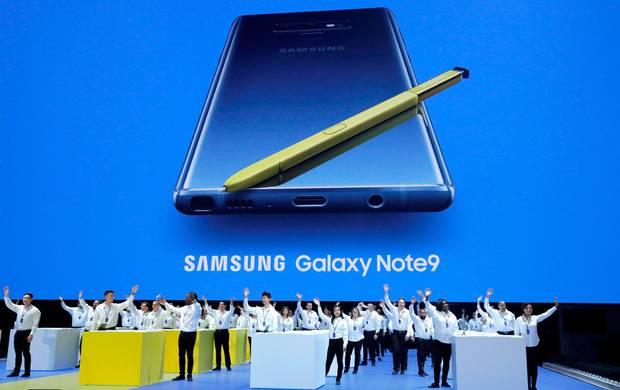 价格与 iPhone:  X匹敌,  Galaxy:  Note:  9能引来果粉吗