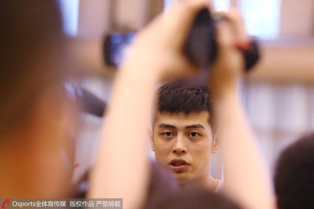 方硕:赵继伟受伤后卫线吃紧 小丁周琦磨合没问题