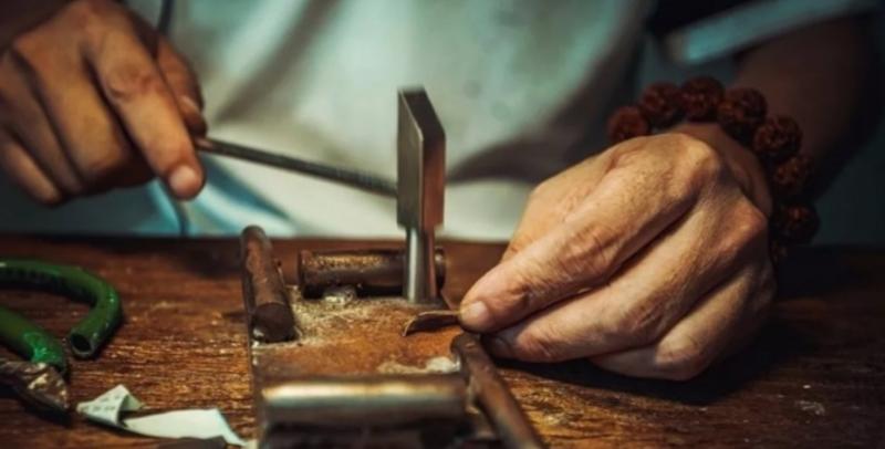 """当代工匠丨锔瓷,指尖上的""""破镜重圆"""""""