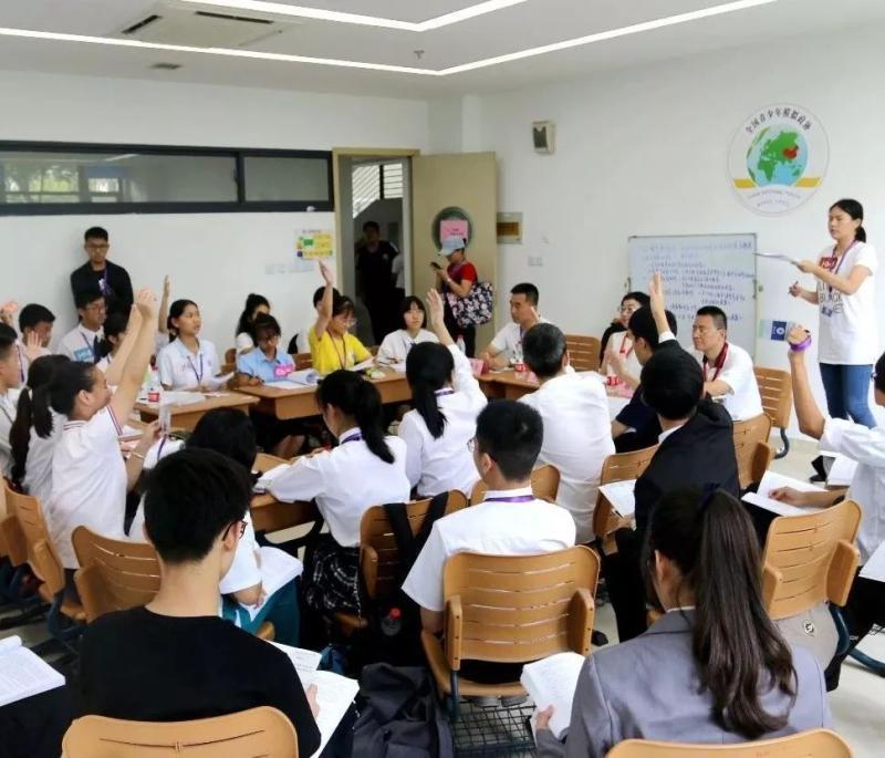 """十几岁学生撰写政协""""提案"""":豪言要改变世界"""