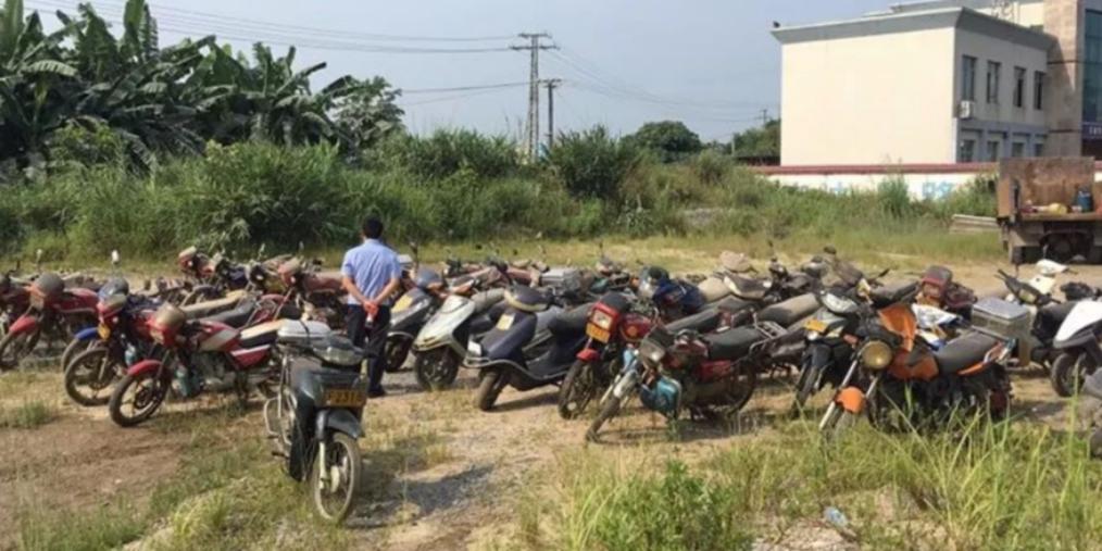 防城交警依法集中销毁102台报废车辆!