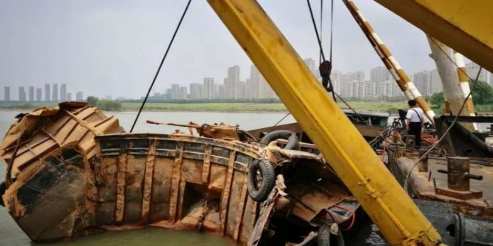 淮河津浦铁路桥下沉船已打捞出水