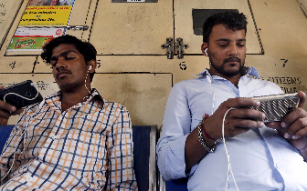 中国App在印度迅速流行 但面临巨大挑战