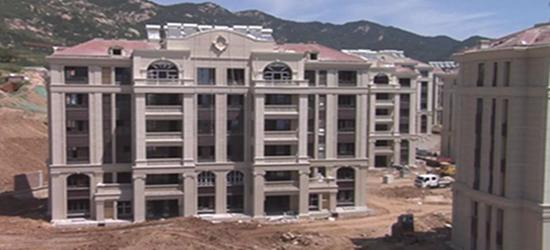 """市民花420万买高档洋房 竟和""""大土堆""""成了邻居"""