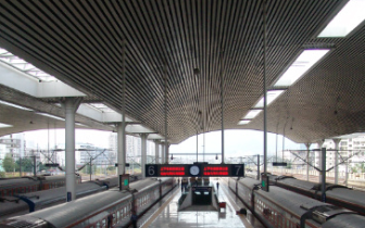 """受""""摩羯""""影响 福州火车站13日停运多趟列车"""