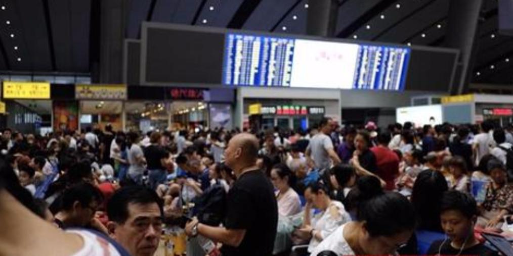 北京南站23趟列车停运 大量旅客滞留