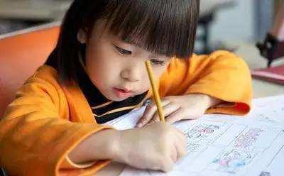 孩子被逼每天写4篇作文:望女成凤还是逼女成疯