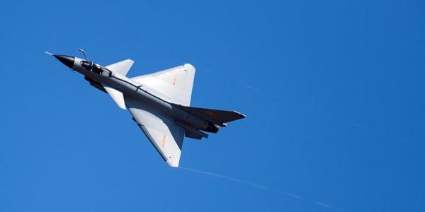 中国空军航空飞镖赛勇夺两项第一