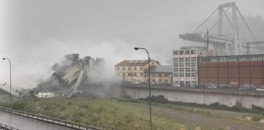 意大利一座高架桥坍塌 恐有数十人死亡