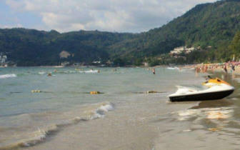 2名中国游客泰国普吉海滩溺水 1人被救另1人溺亡