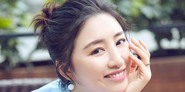 邹凯爱妻五官精致似韩星 笑容甜美气质佳