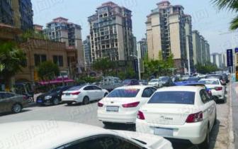 [问政]泸州:为了不付停车费 小区业主路边乱停车
