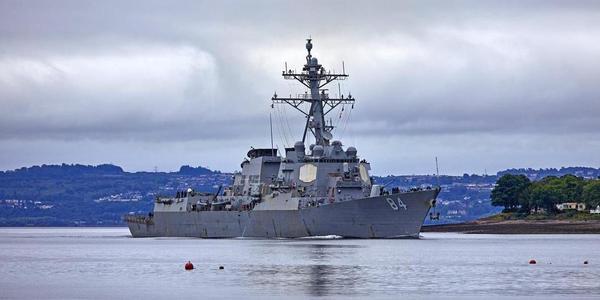 美军驱逐舰锈迹斑斑需要保养