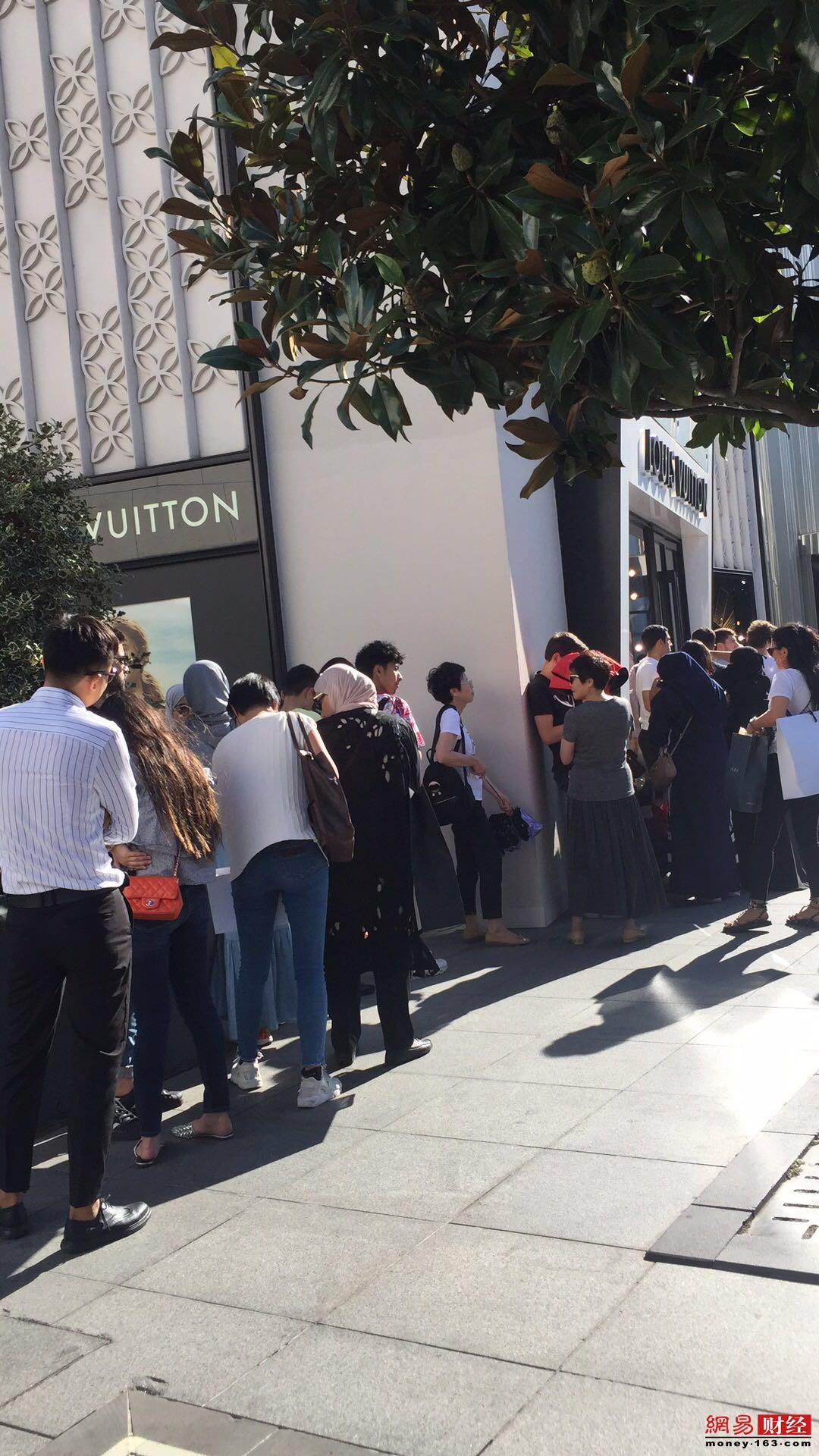 号外|中国游客抄底土耳其 奢侈品店涨价防抢购
