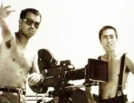 拍摄《黄土地》时的陈凯歌与张艺谋(右)