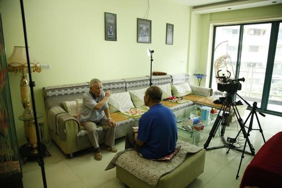 王成汉在家中接受采访