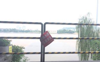 """泸州一男子下水游玩失联至今 旁设""""远离水域""""警示牌"""