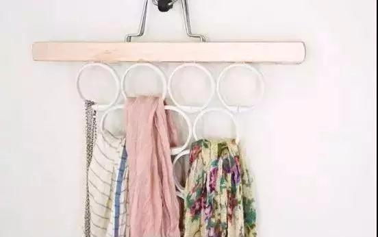 她在衣柜里系了根鞋带 衣柜竟然瞬间大一倍 服!