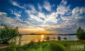 掌舵龙湖·观澜府 | 一湖收天地,一宅阅人生!