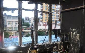 健身房起火 防城港消防及时解救2名被困人员