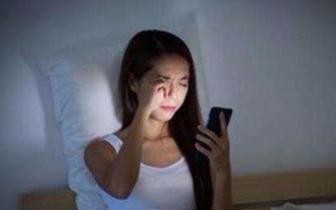双语阅读:玩手机对眼睛到底有多大伤害?