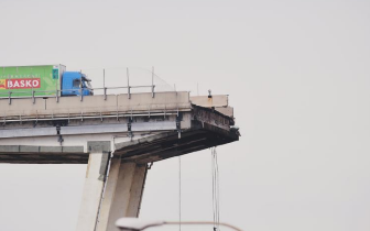 意大利大桥垮塌幸存者:回头看身后汽车长龙不见了