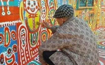 台湾九旬空军战士用油漆改造眷村60万人争相参观