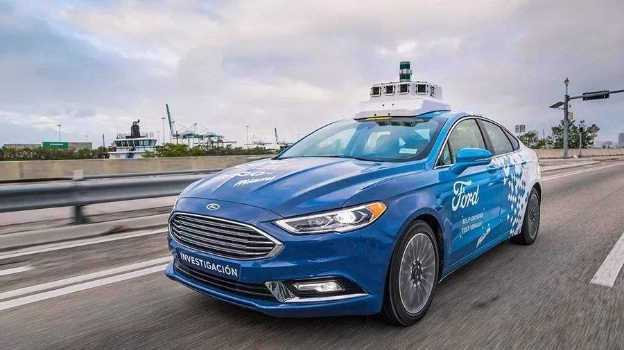 福特:不抢首推自动驾驶汽车 但要最能代表信任