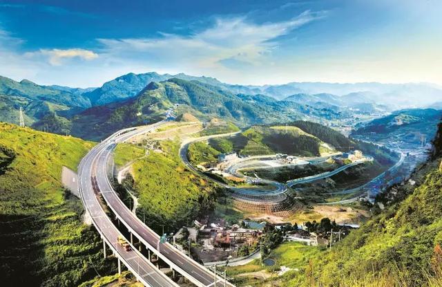 贵州的仙境公路,开车宛如行驶在云端上,每公里都令人如痴如醉!