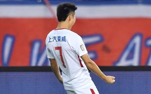 武磊2球+绝杀 上港3-2重庆追平国安
