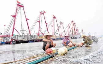 """""""开海""""啦 渔民等待适合时机出海作业"""