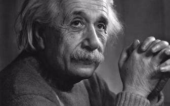 英国3岁女童智商超霍金爱因斯坦:能记住1岁前的事