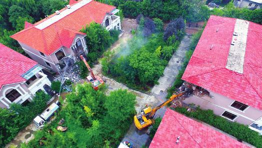 秦岭北麓40栋违建别墅开拆 总面积达上万平方米