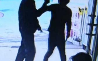 扬州一男子因离婚想发泄 持刀硬闯幼儿园被判3年