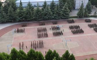 郑州中专常年军训致学区房变噪音房 居民投诉无解