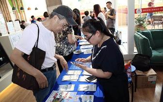 上海现老人手机使用培训班 65岁阿姨:没手机不方便