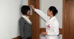 廊坊市146名应征女青年 接受征兵初审初检