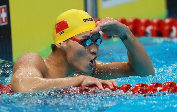 100仰徐嘉余平赛会纪录夺冠 泳池搞怪变大圣